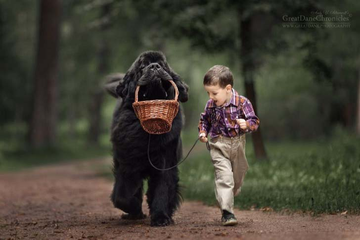 14-truly-magical-photos-of-little-kids-and-their-big-dog_3