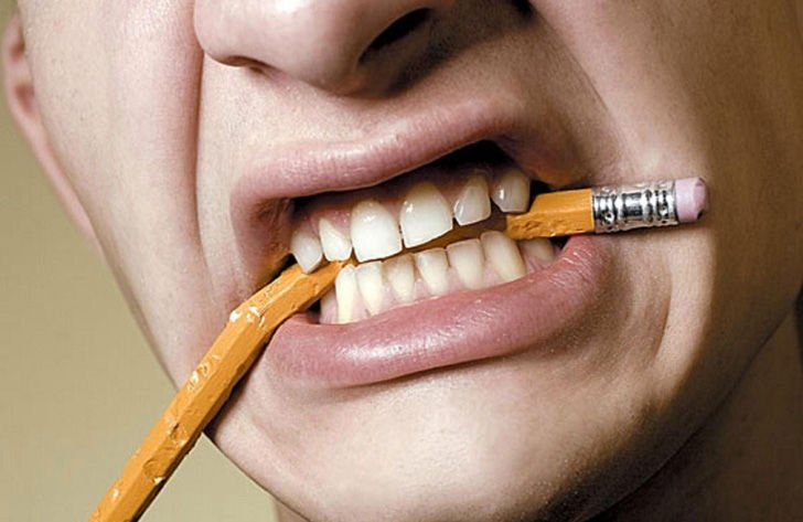 15-daily-habits-that-wreck-your-teeth_4