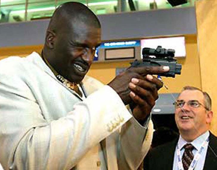15-times-shaq-made-things-look-really-small_10
