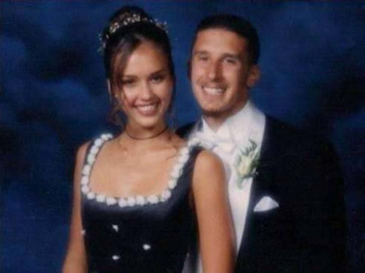 17-of-the-most-famous-celebrities-at-their-high-school-prom_10