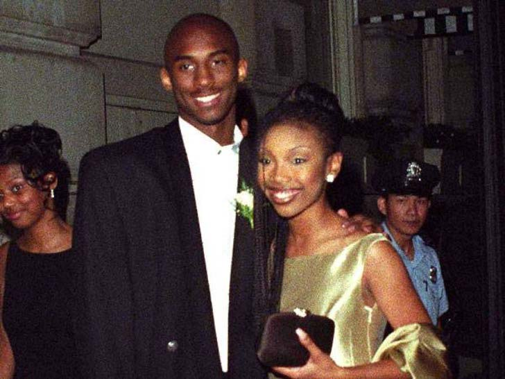 17-of-the-most-famous-celebrities-at-their-high-school-prom_12