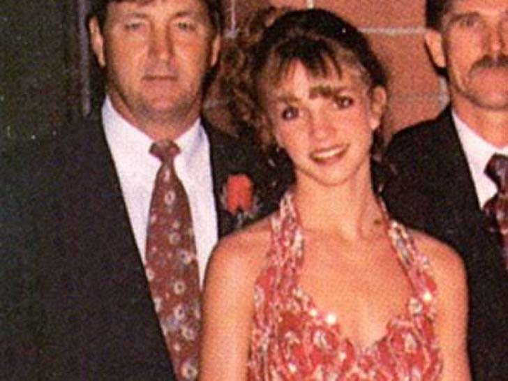 17-of-the-most-famous-celebrities-at-their-high-school-prom_6