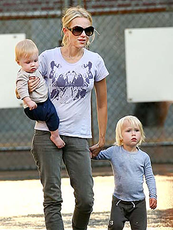 18-beautiful-celebrity-mothers_13