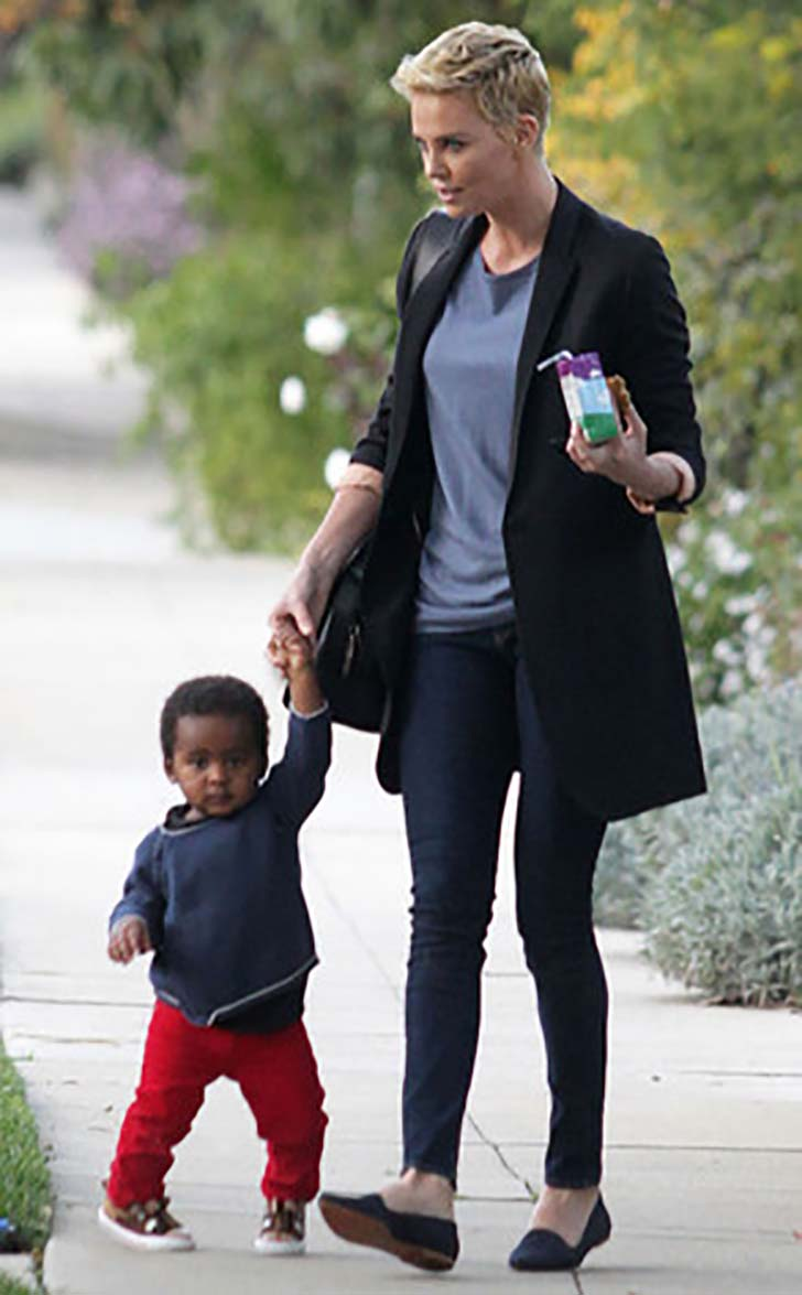 18-beautiful-celebrity-mothers_3