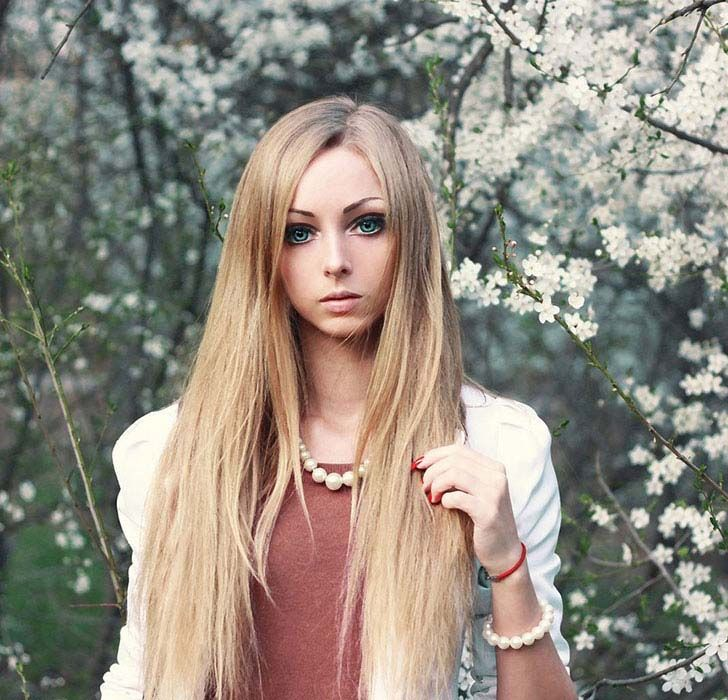 8-real-people-who-decided-to-become-human-dolls_4