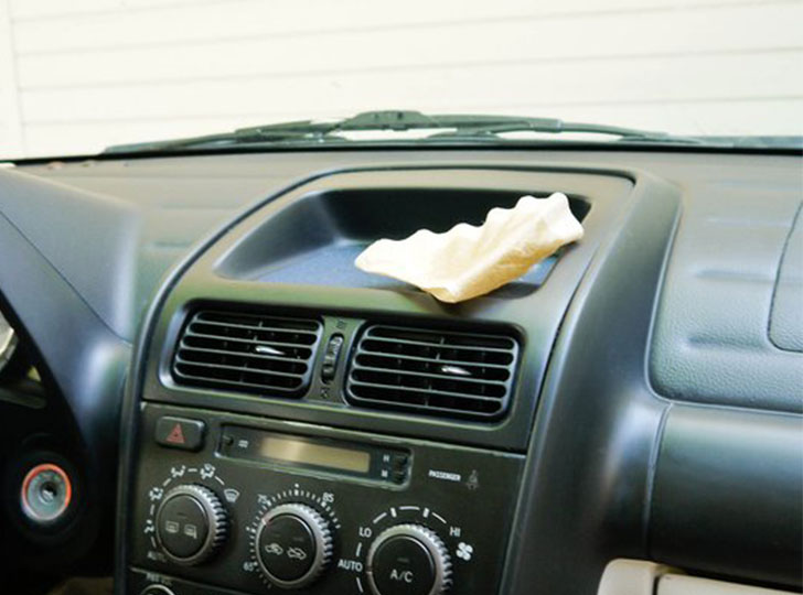 car-cleaning-made-easy-12-fabulous-cleaning-hacks_4
