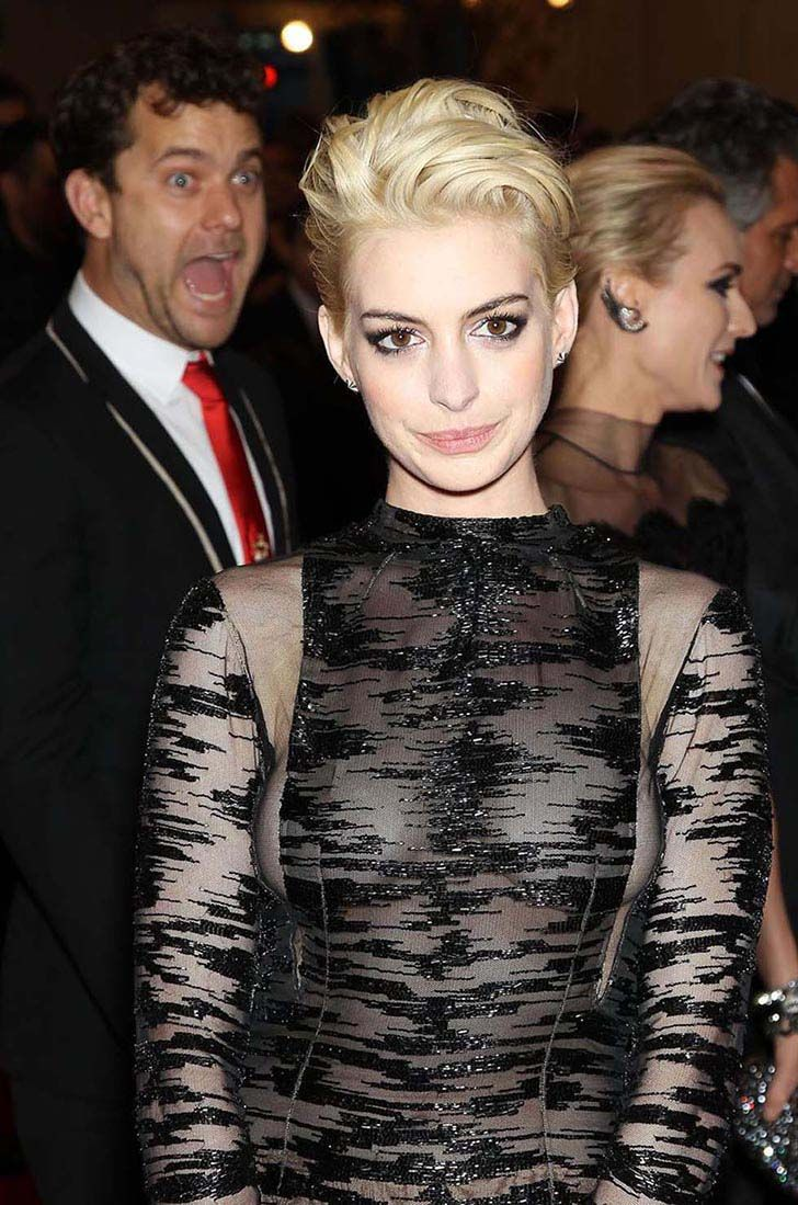 the-best-20-celebrity-photobombs-of-the-year_13