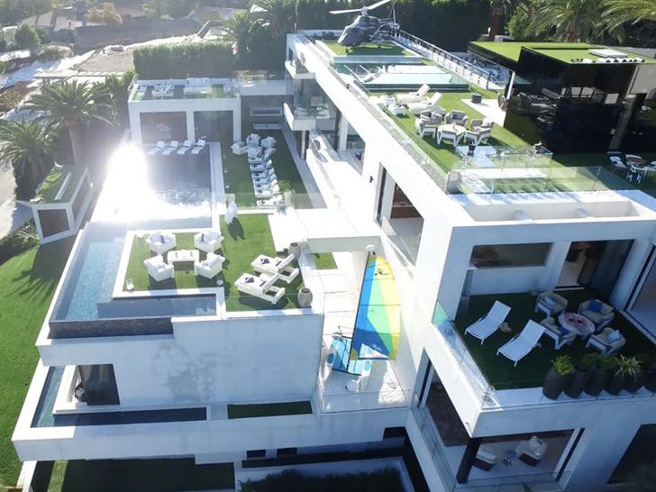 this-americas-most-expensive-home-boasting-250-million-is-mind-bogglingly-luxurious_19