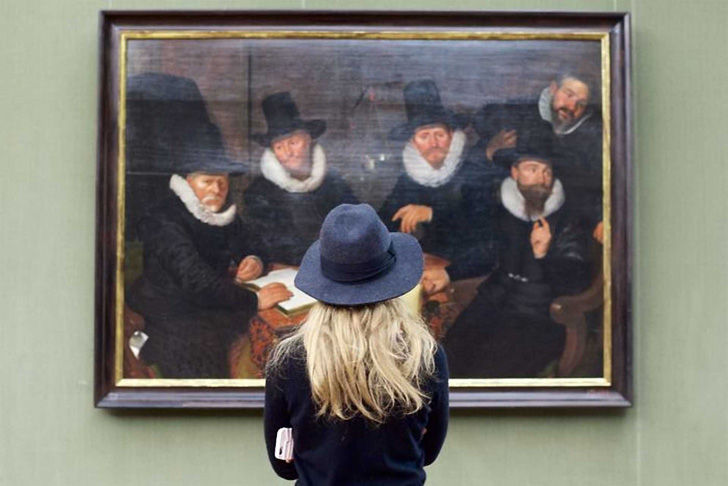 unexpected-results-when-realities-collide-in-museum-art-photo-series_13