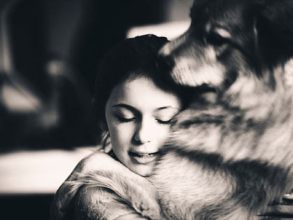 10 Photos That Show That Dogs Love Their Family